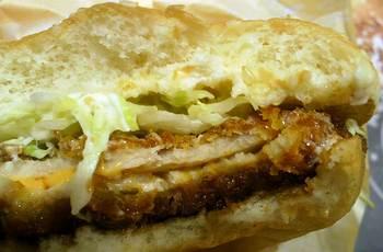 マックのチーズカツバーガー食べかけ.jpg